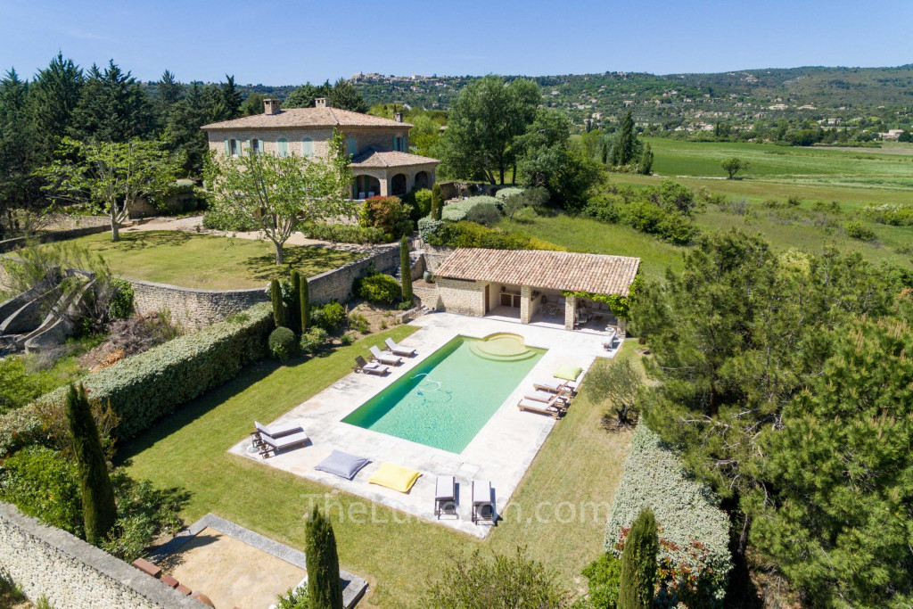 The house with Gordes in the background