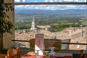 Restaurant Cesar in Bonnieux with view