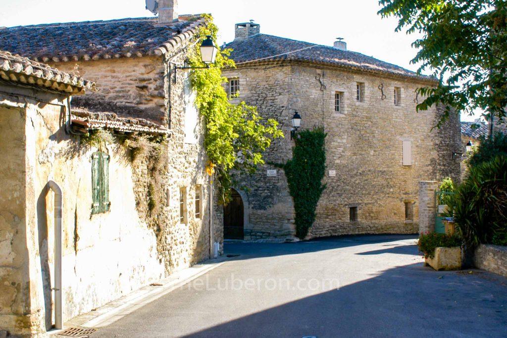 Cabrieres d'Avignon street