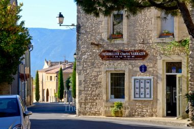 Cabrieres d'Avignon village centre shops