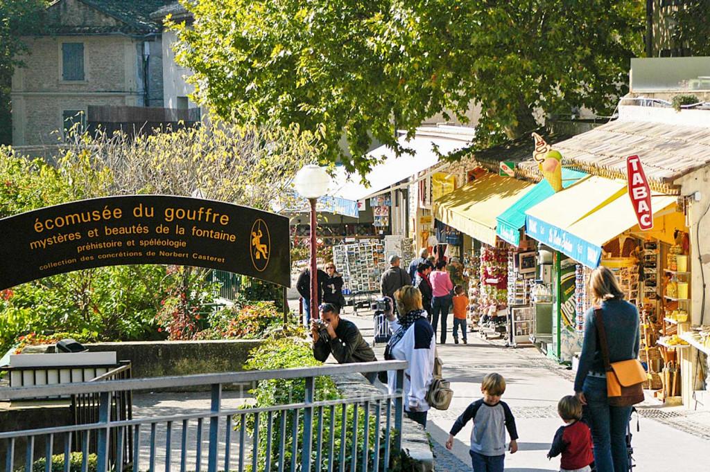 Main street of Fontaine-de-Vaucluse