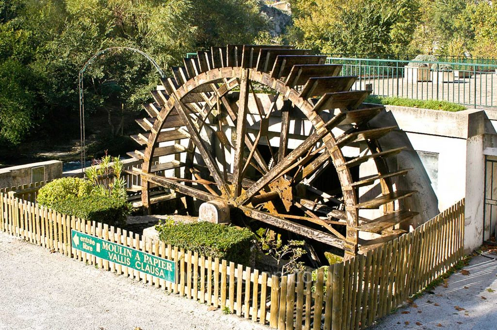 Water wheel at Fontaine-de-Vaucluse