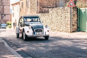 2cv driving out of Gordes