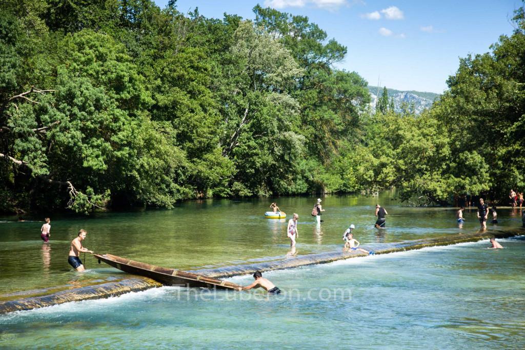 Sorgue river bathing
