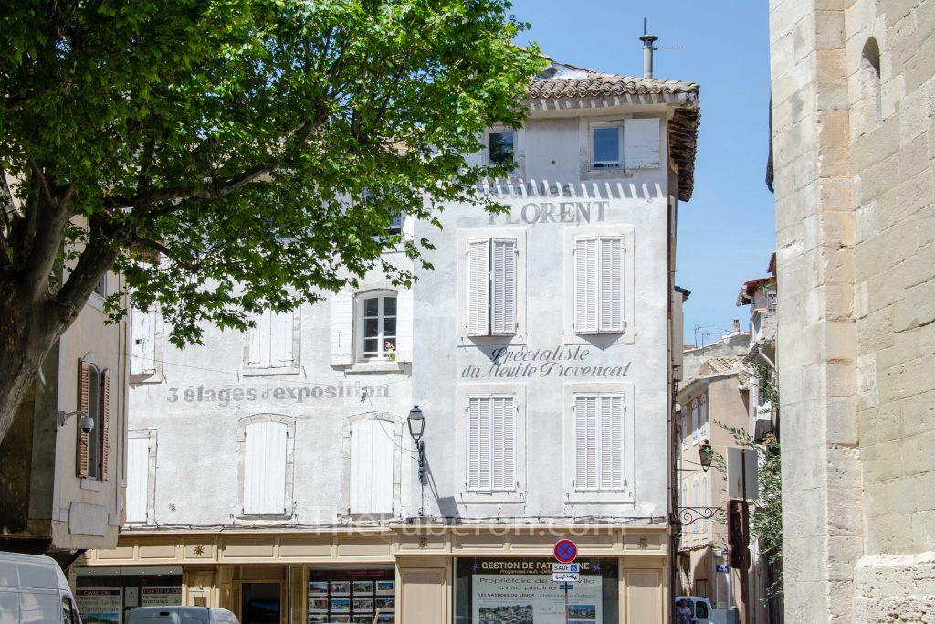 facade in old part of l'Isle-sur-la-Sorgue