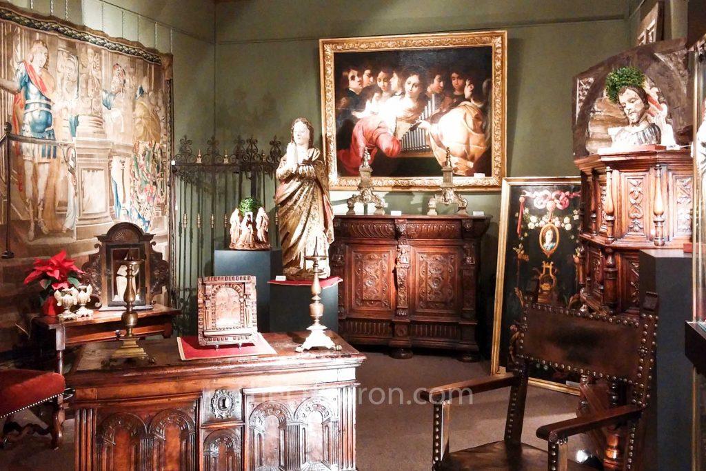 Antique shop at L'Isle-sur-la-Sorgue