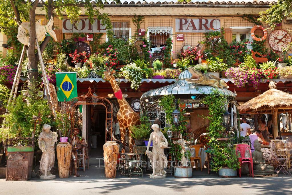 L'Isle-sur-la-Sorgue bric a brac shop