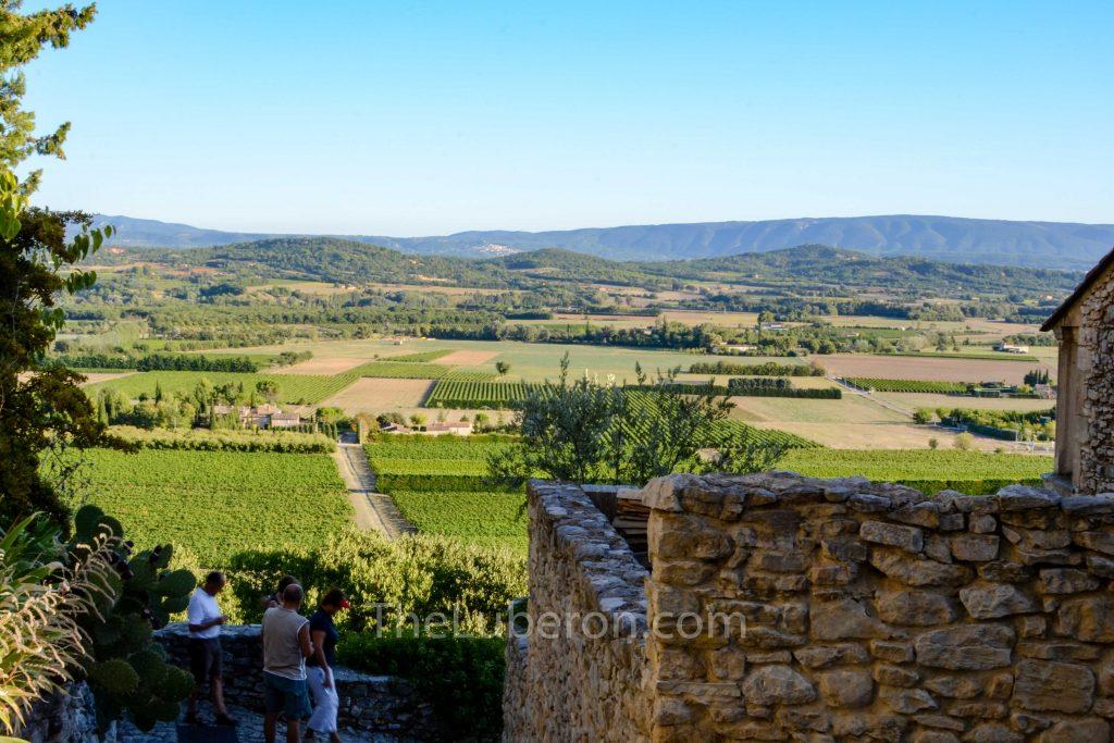 Joucas view to Luberon mountain