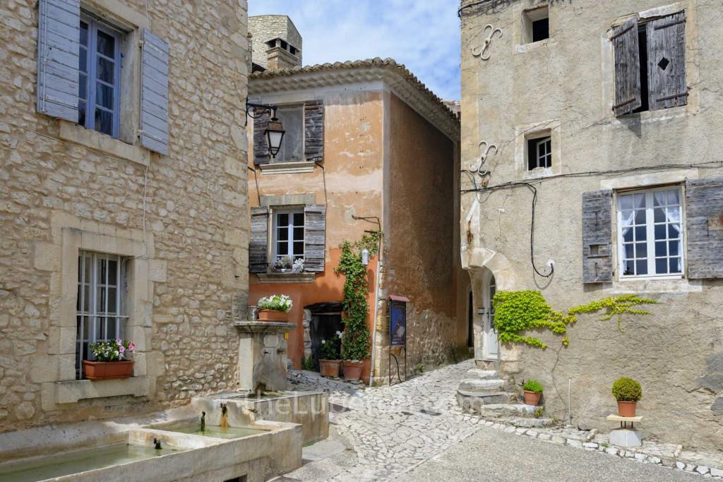 Joucas village scene