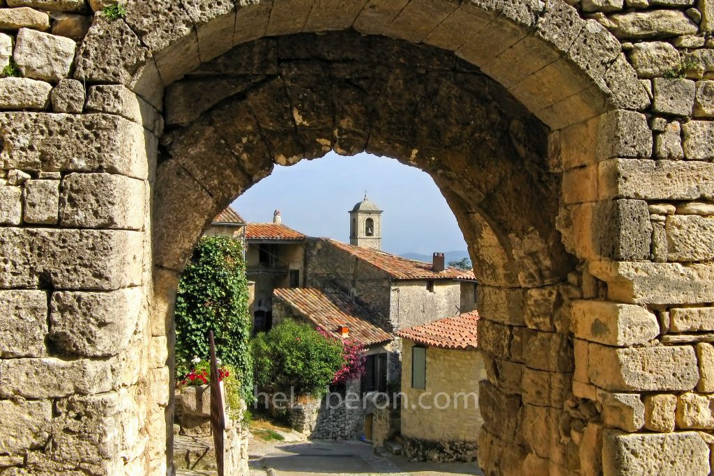 Arch in the village of Lacoste