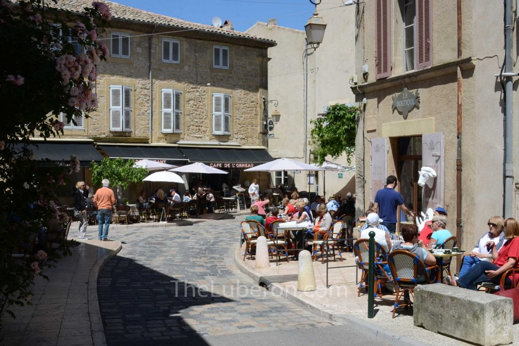 Lourmarin street cafes