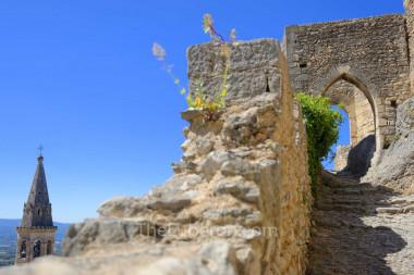 The vestiges of a castle at St-Saturnin-les-Apt