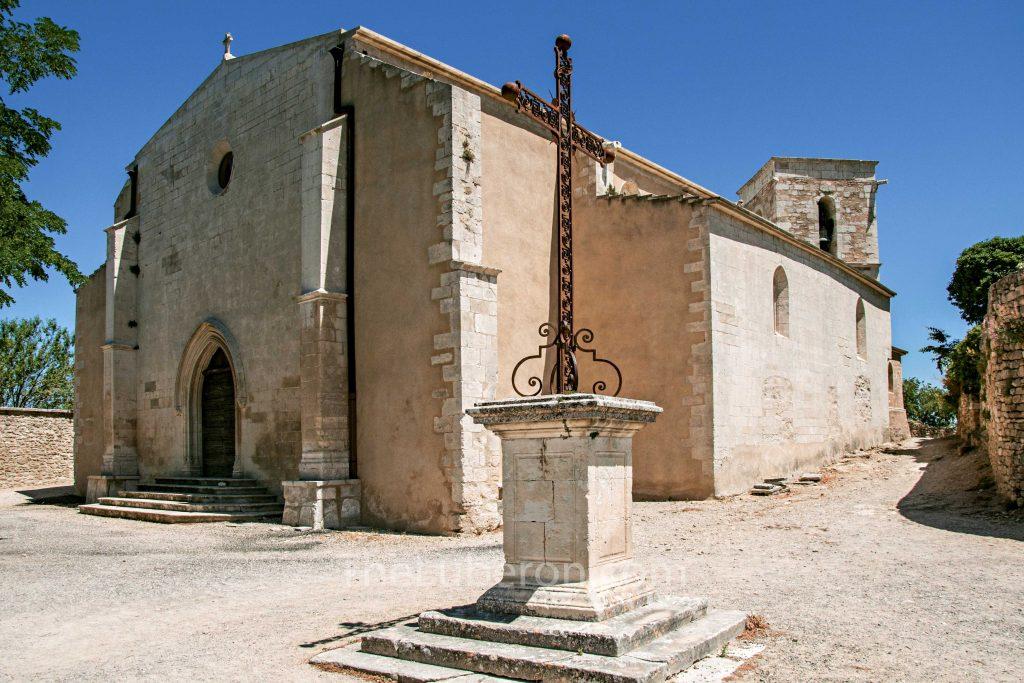 Menerbes church