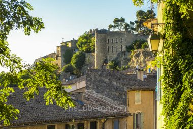 Menerbes and its citadelle