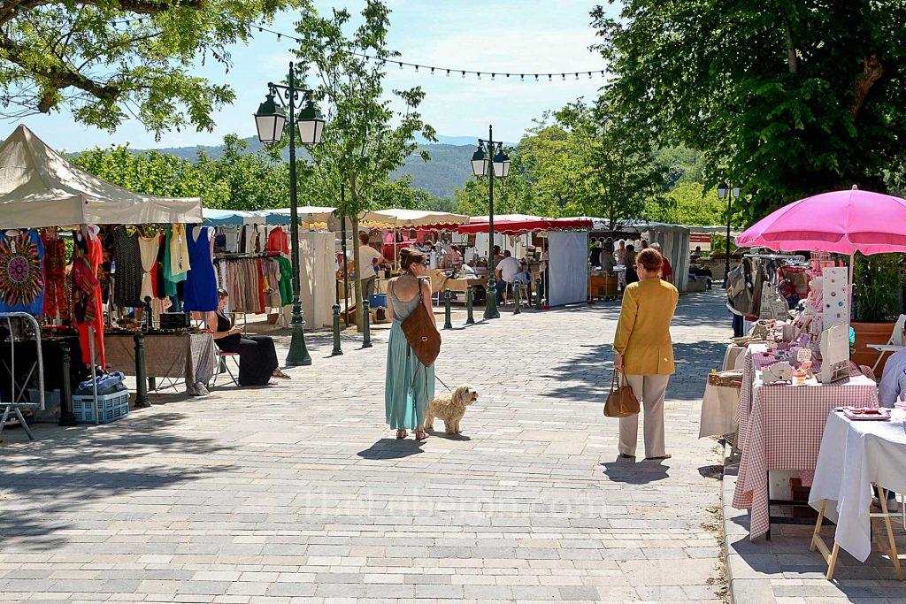 Menerbes market
