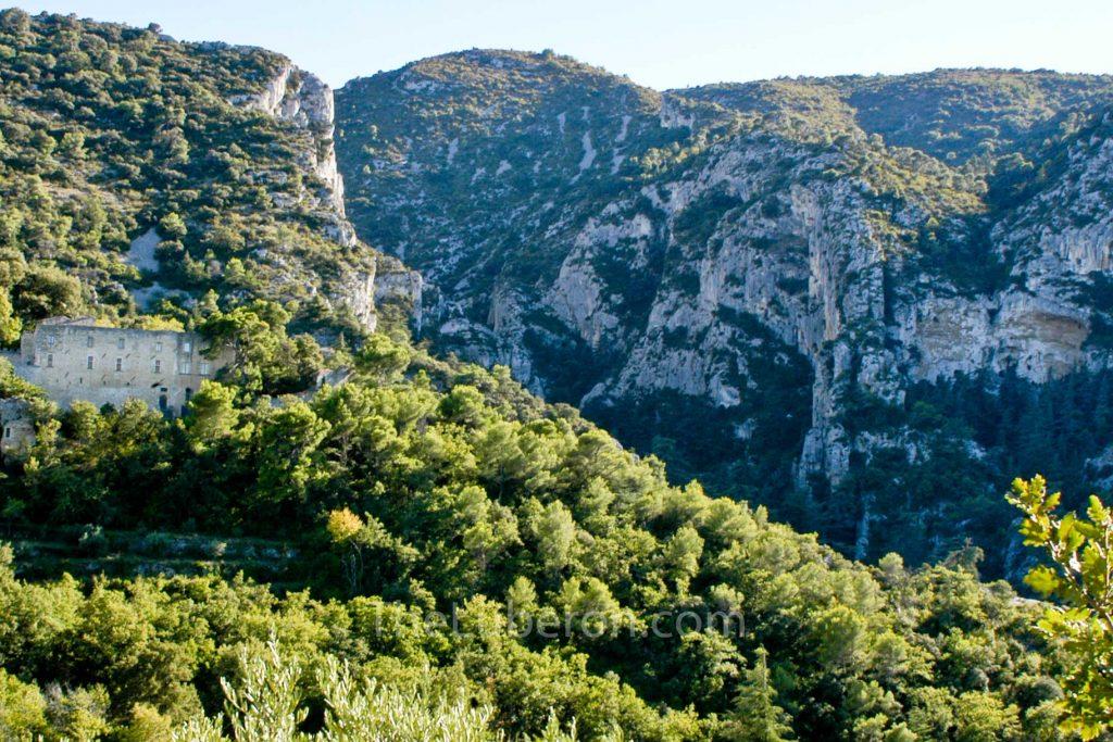 Luberon mountain by Oppede-le-vieux