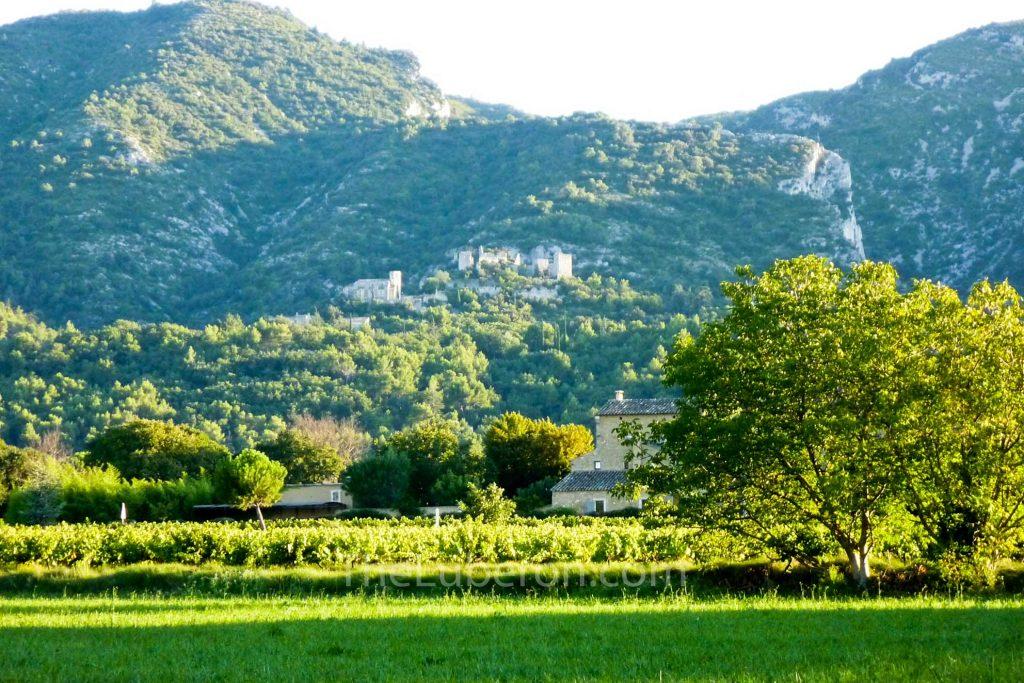 Oppede-le-vieux on the Luberon mountain