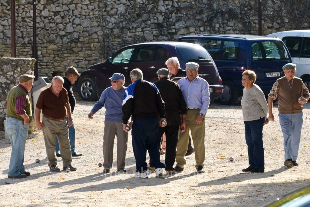 Boules players in Robion