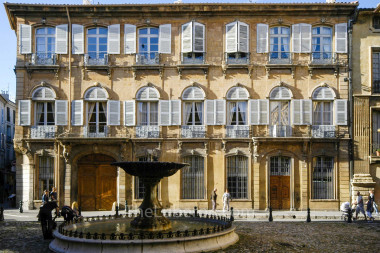 Aix grand house
