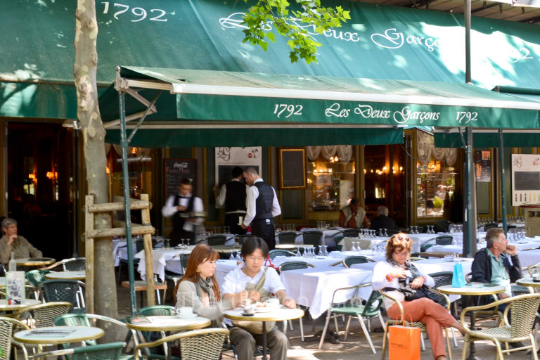 Restaurant tables in Aix