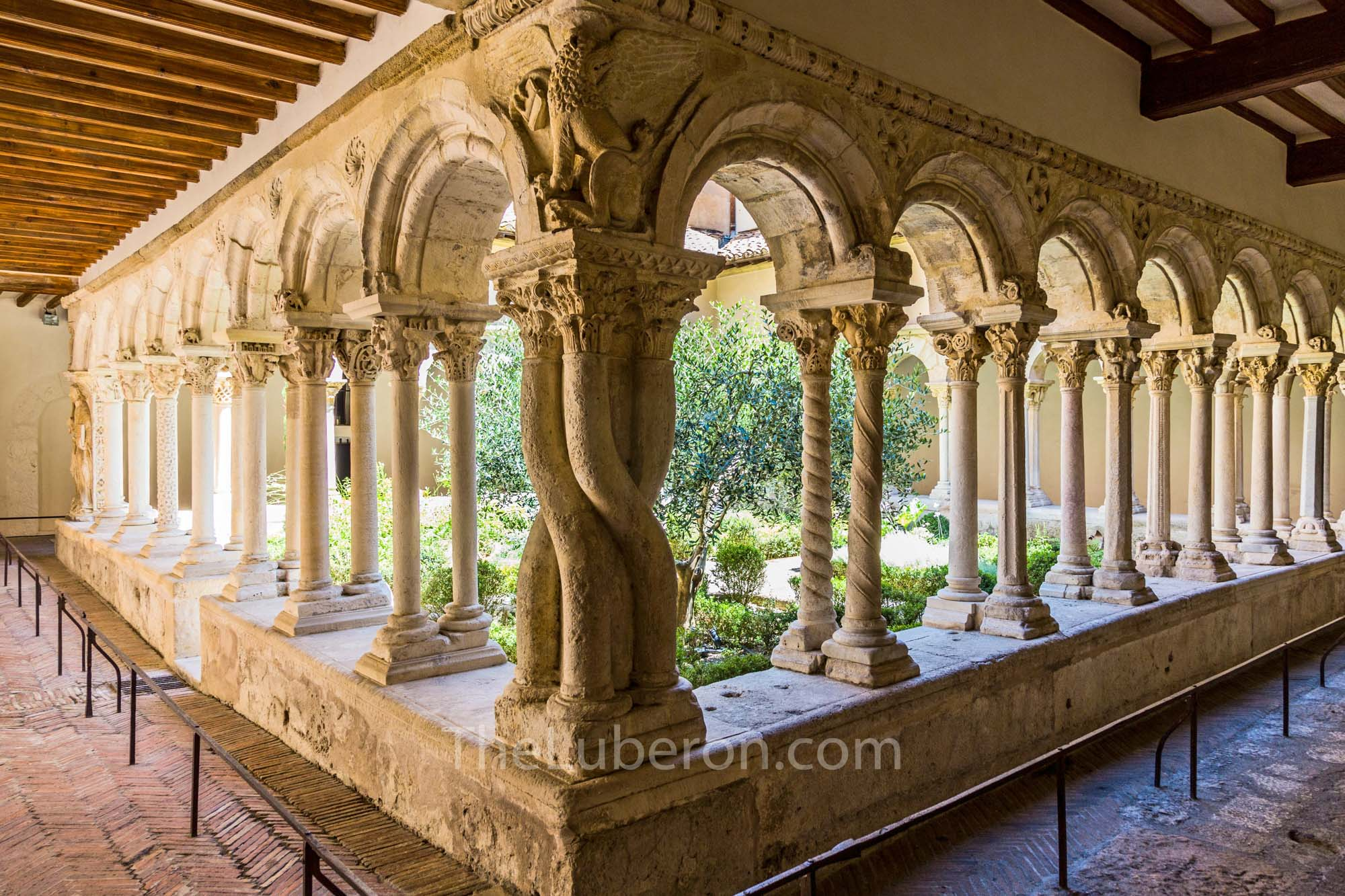 Cloister garden in Aix