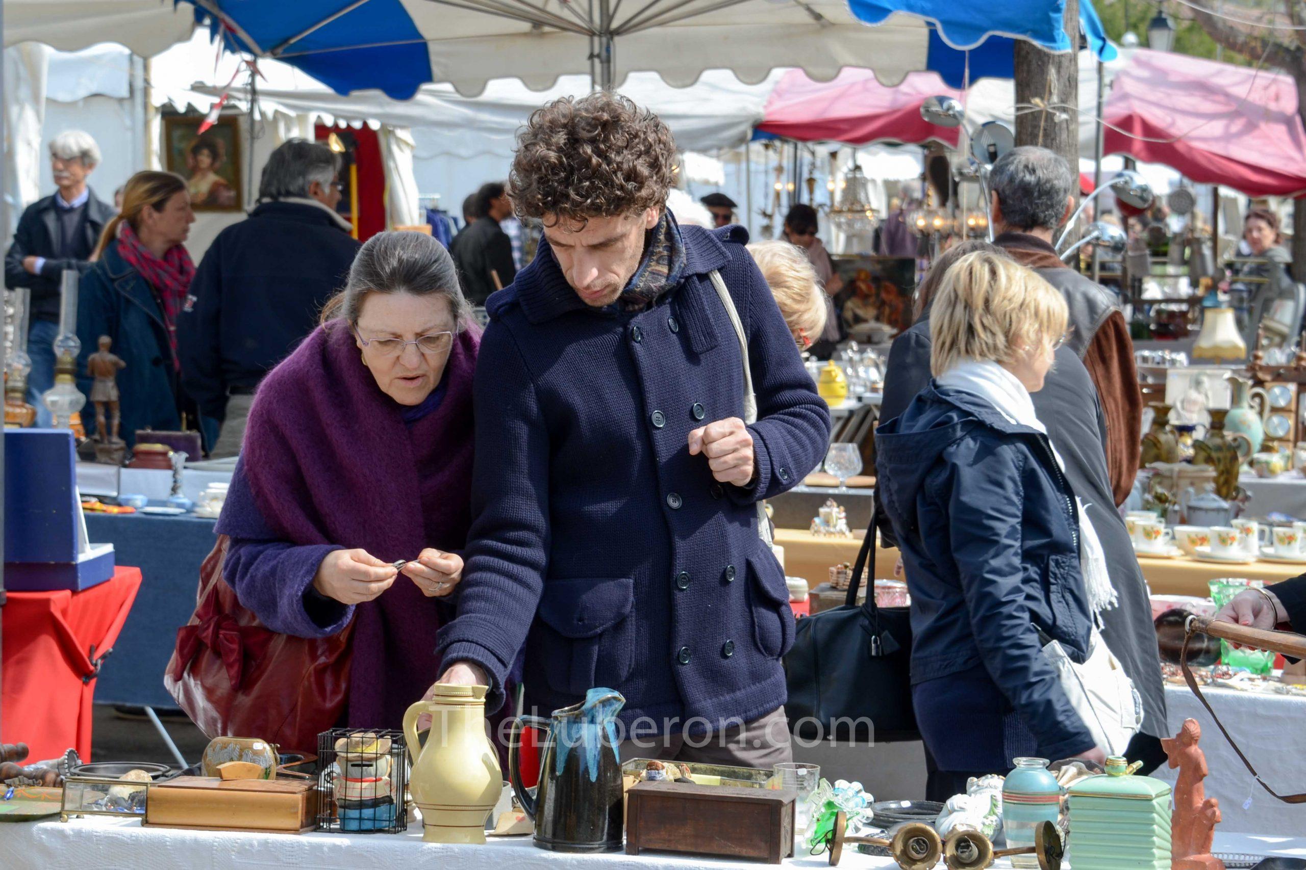 Browing stalls at L'Isle-sur-la-Sorgue bric-a-brac market