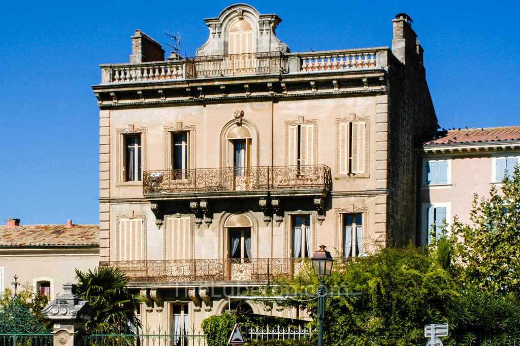 Grand-looking town house