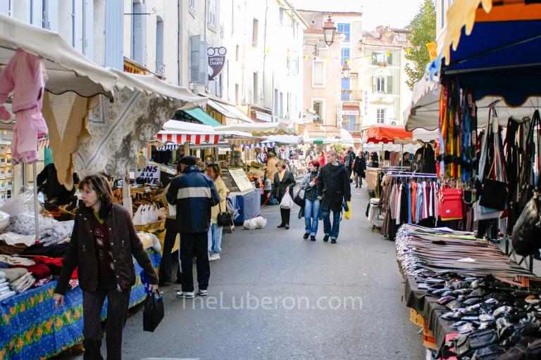 Apt market on a Saturday morning