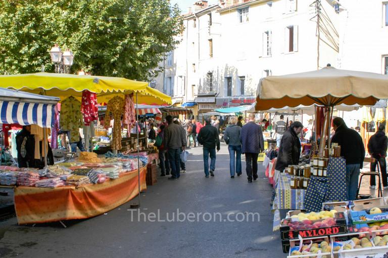 Stalls at Apt market
