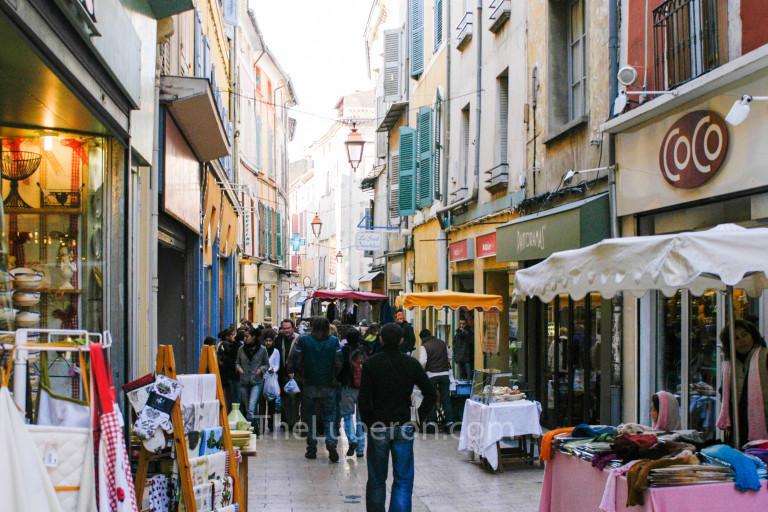 Central street at Apt market