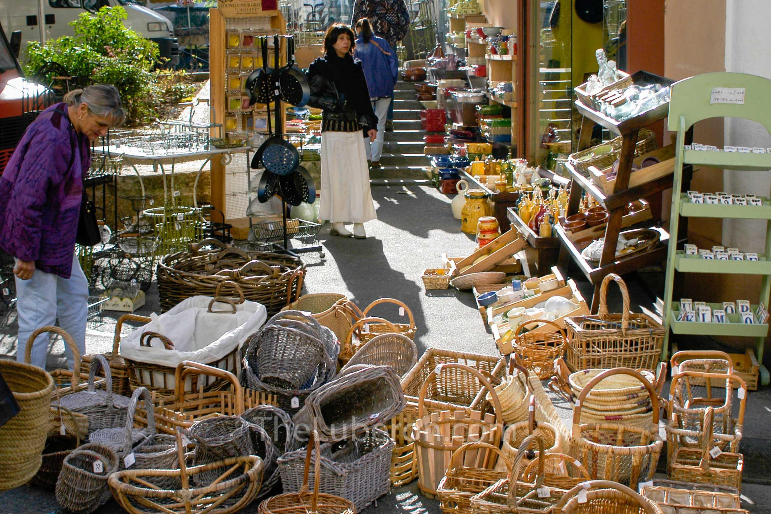 Baskets for sale at Apt market