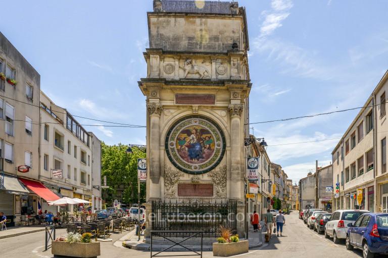 Arles street scene