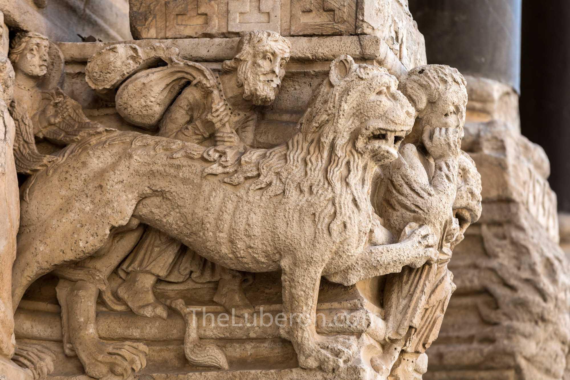 St Trophime carvings
