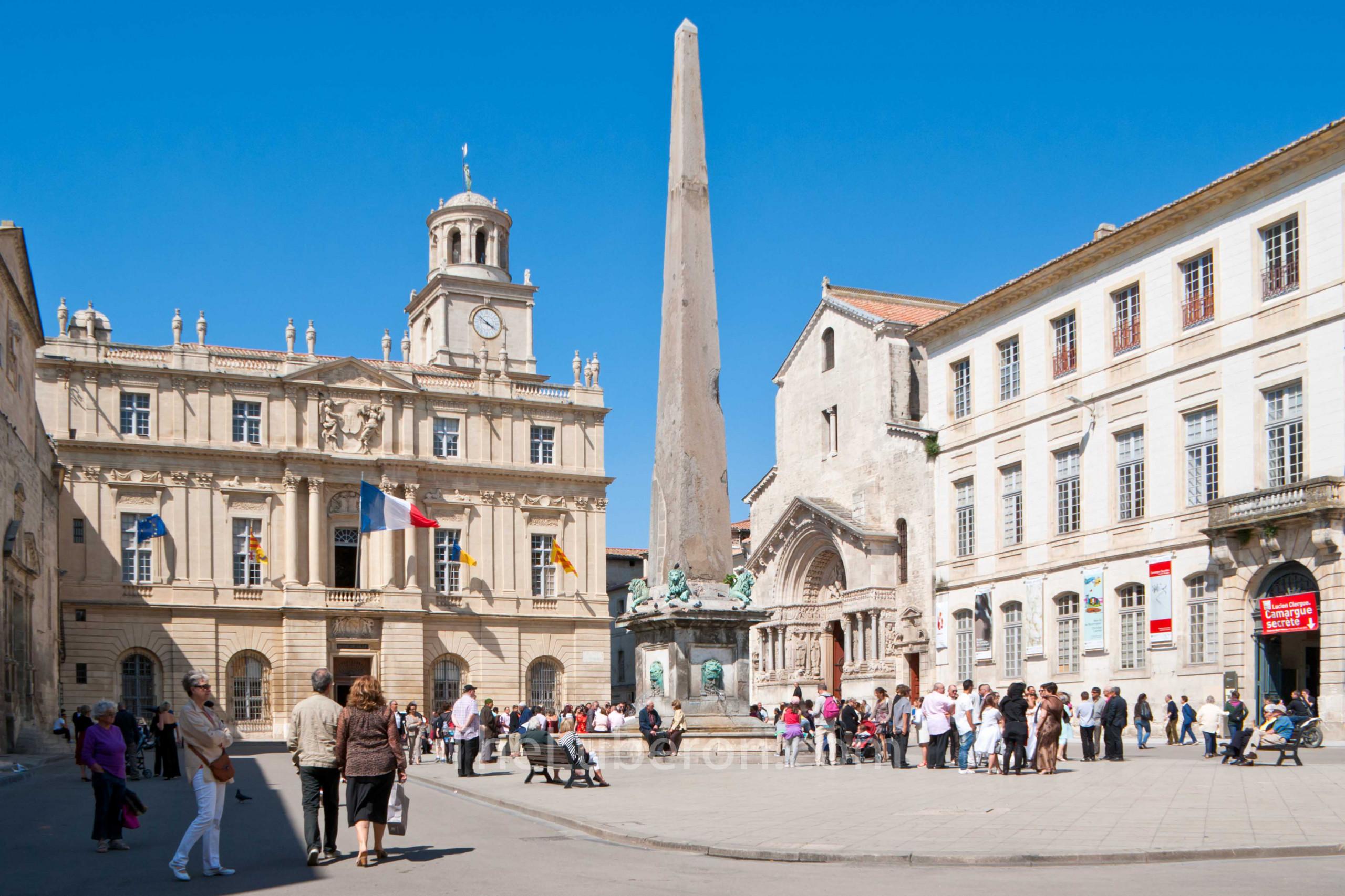 Arles main square