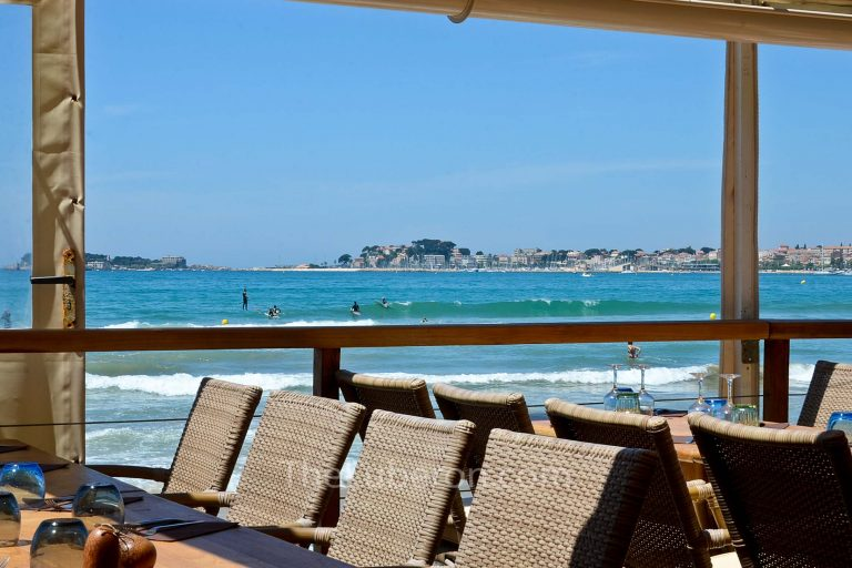 Bandol beach restaurant