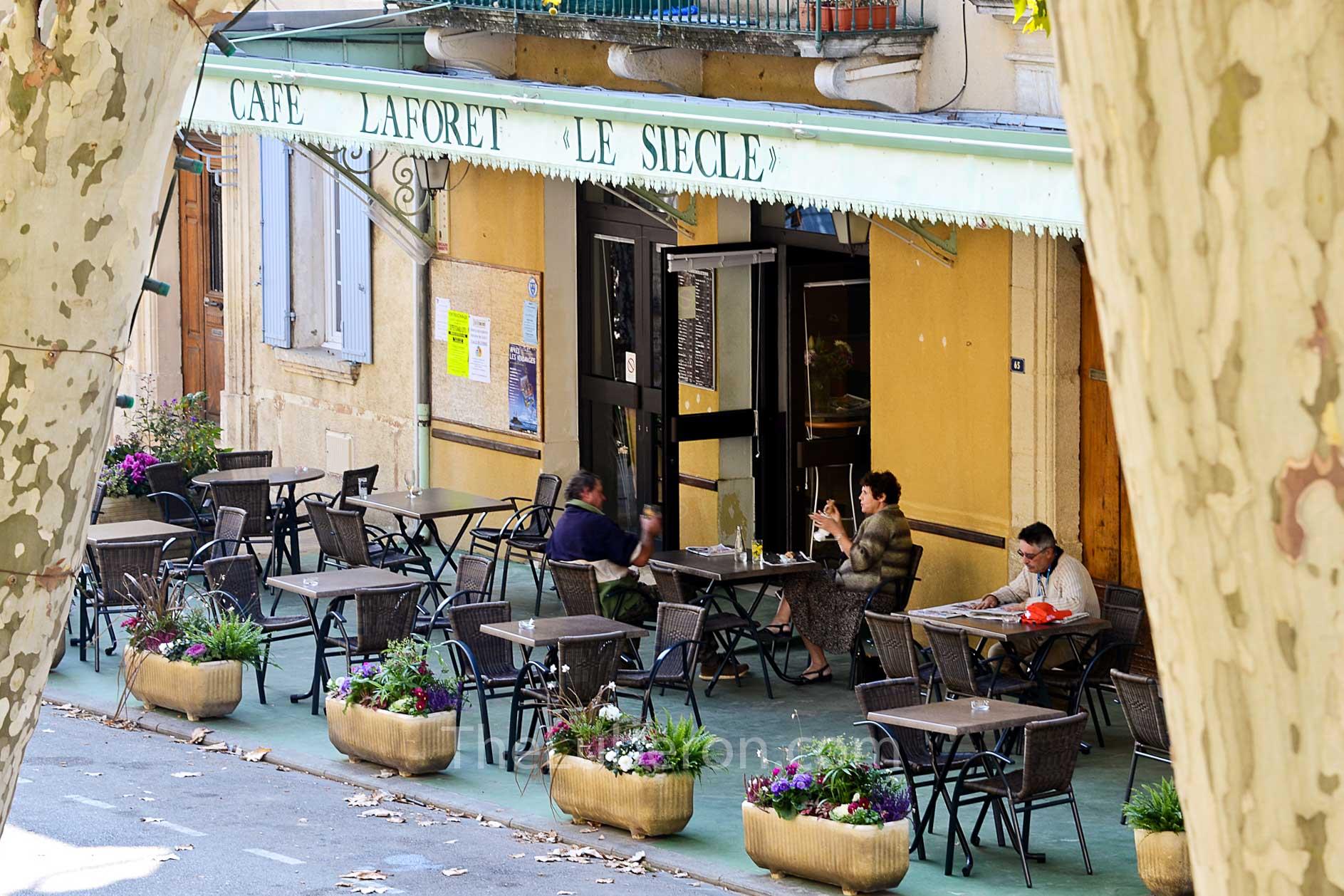 Beaumes-de-Venise cafe