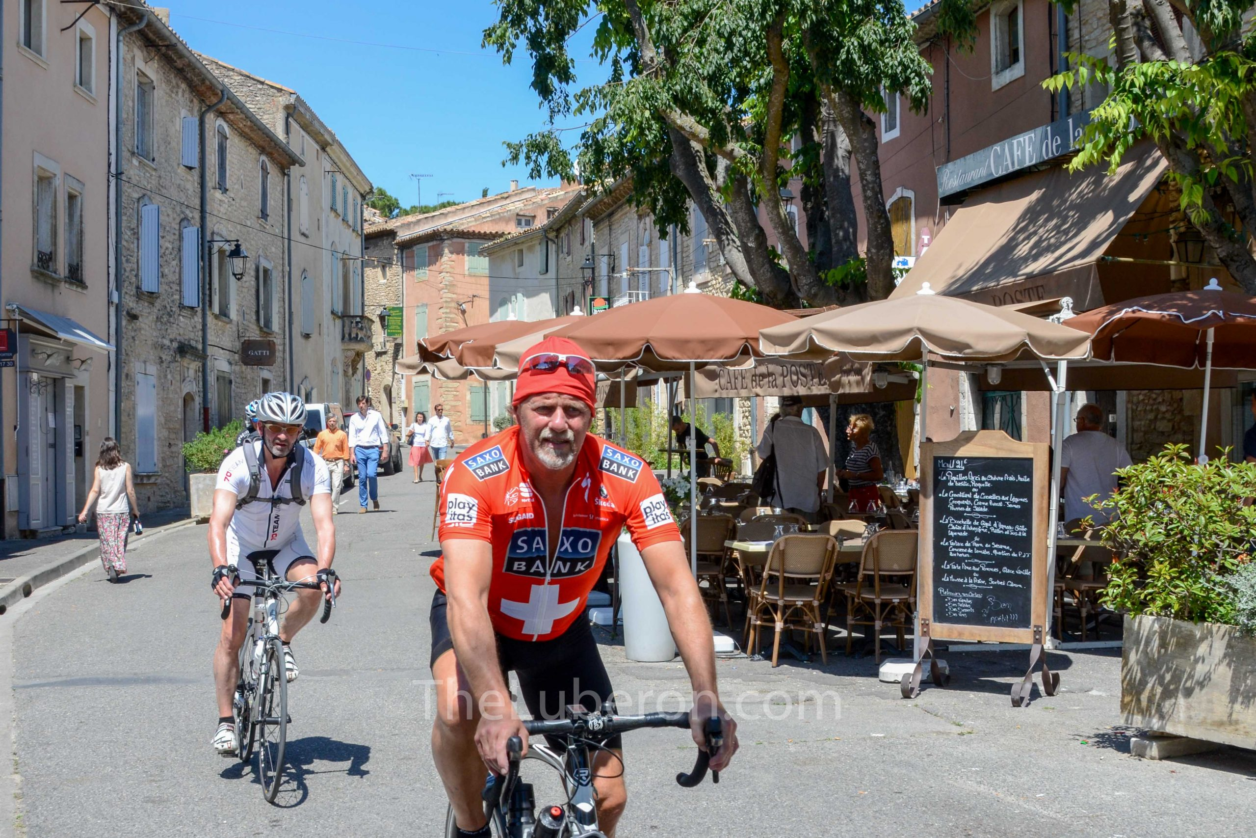 Cyclists in th centre of Goult