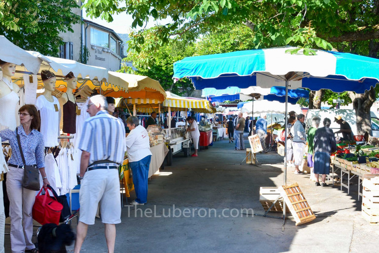 Walking through Bonnieux market