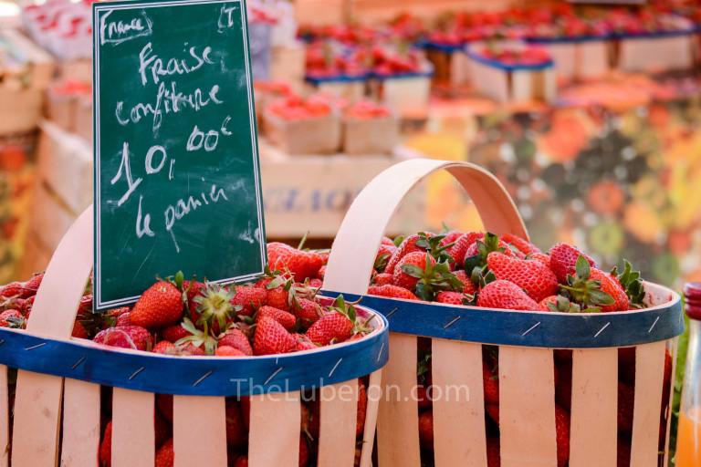 Strawberries at Bonnieux market