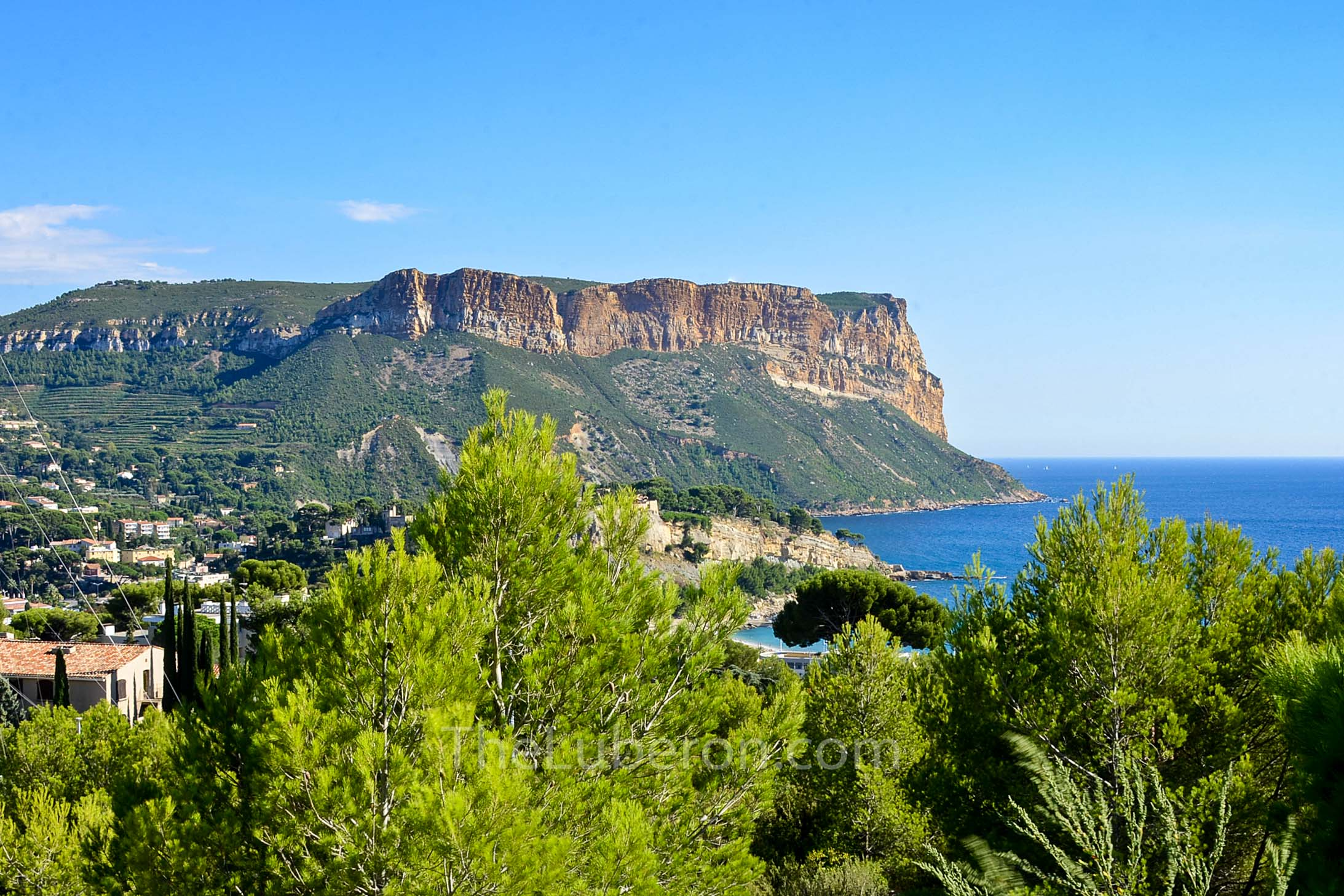 High view of Cassis