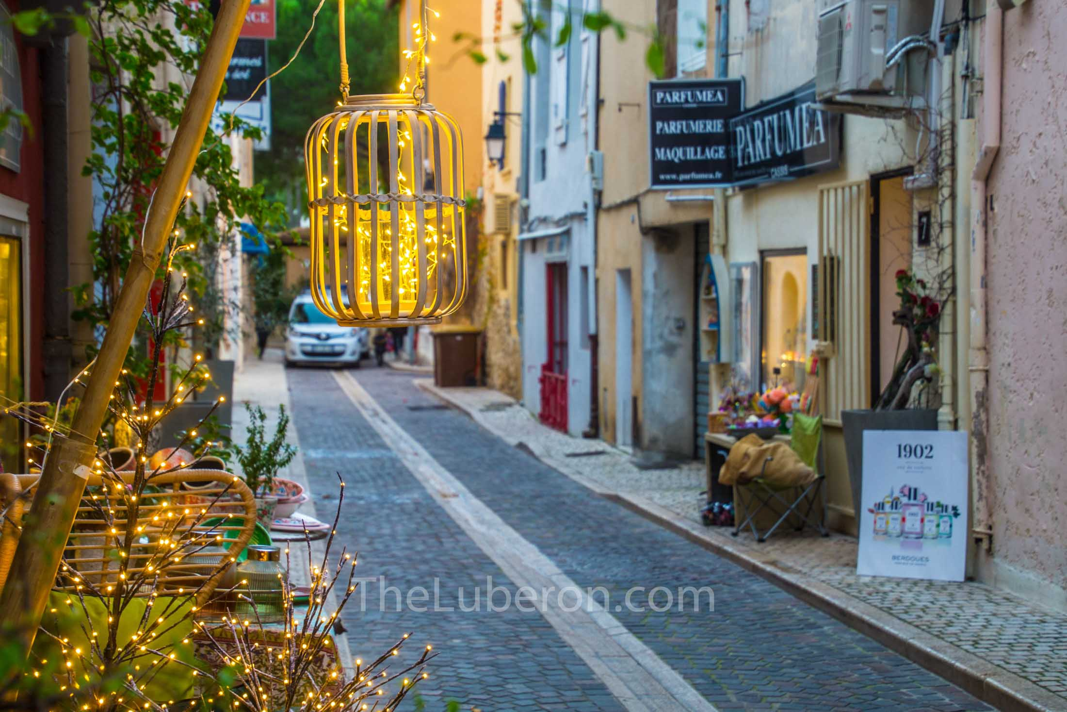 Street and shop in Cassis