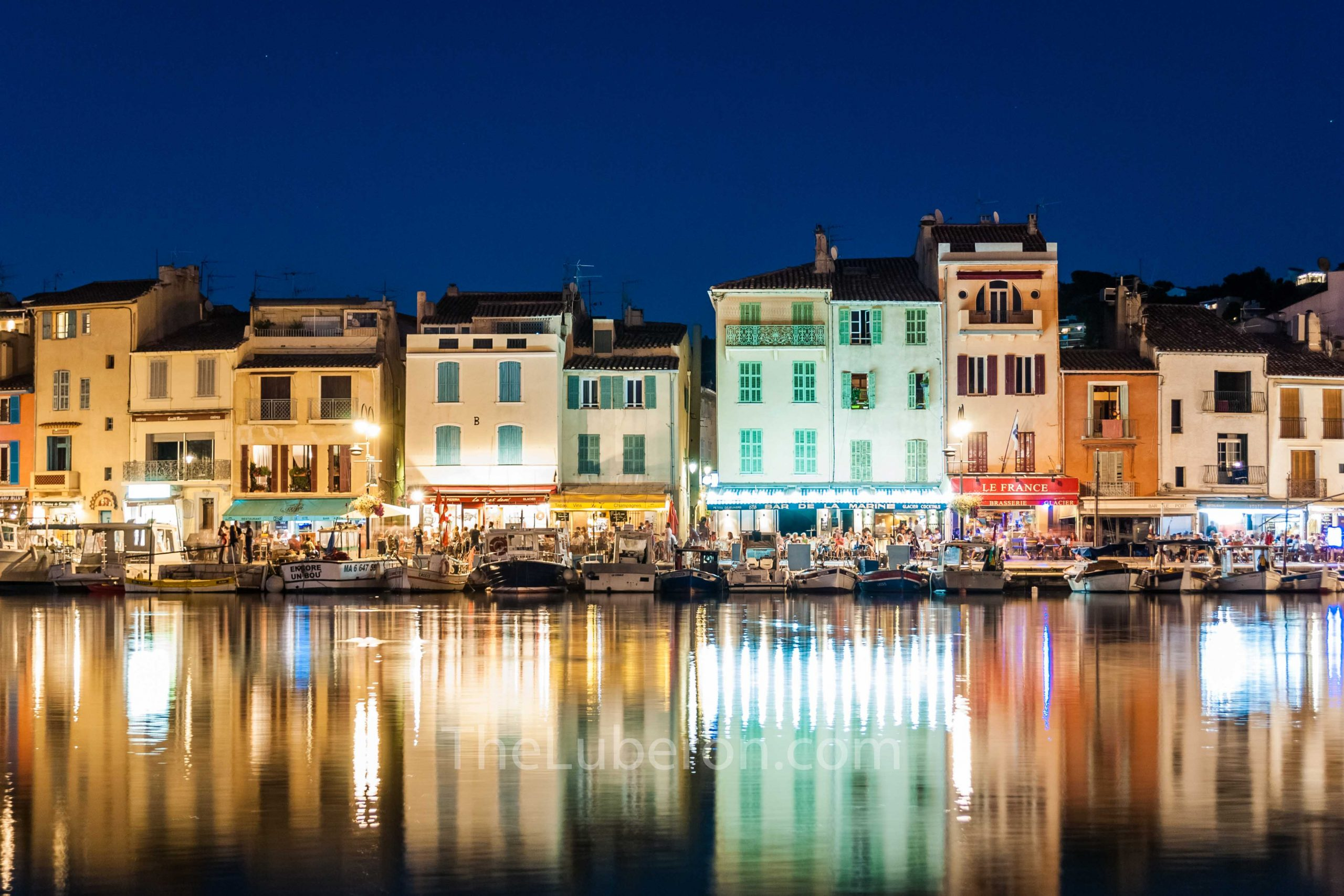Cassis harbour at night
