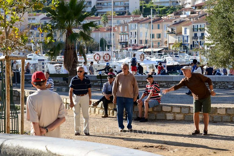 Men playing boules at Cassis