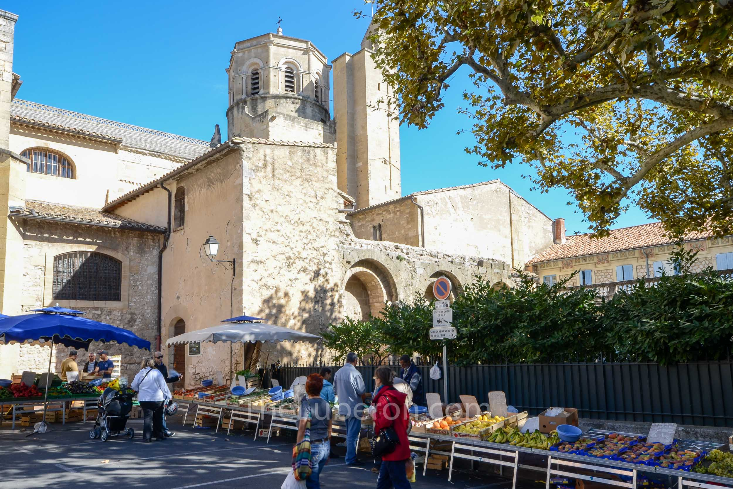 Stalls by the church at Cavaillon market
