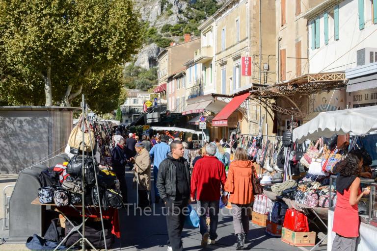 Walking through Cavaillon market