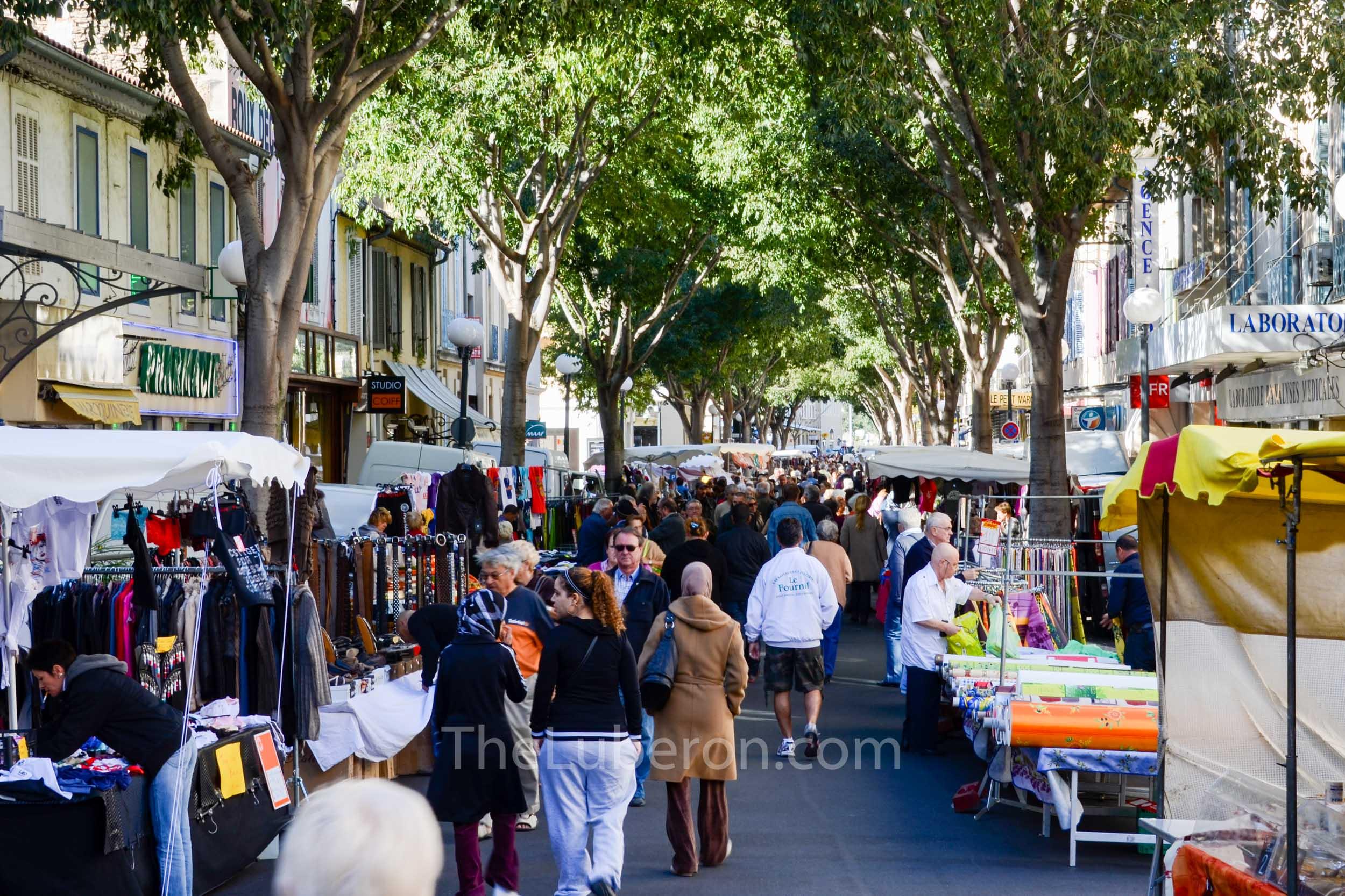 Street scen at Cavaillon market