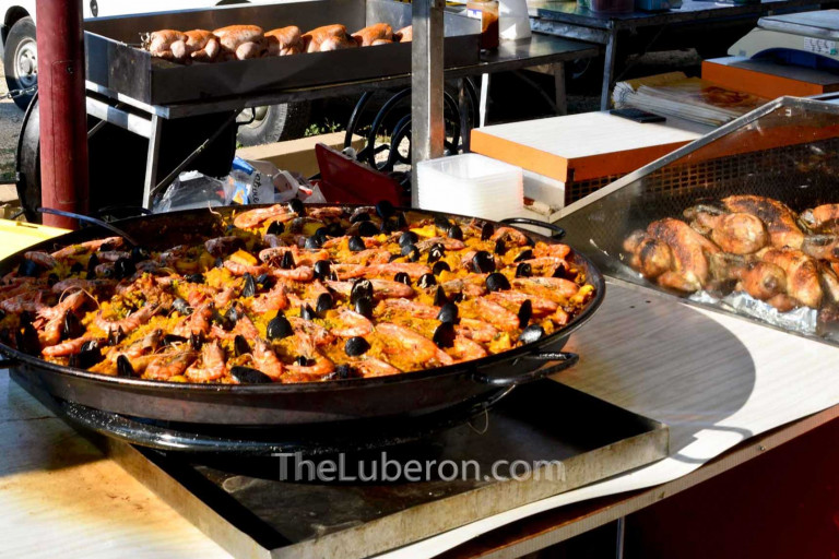 Paella at Cucuron market