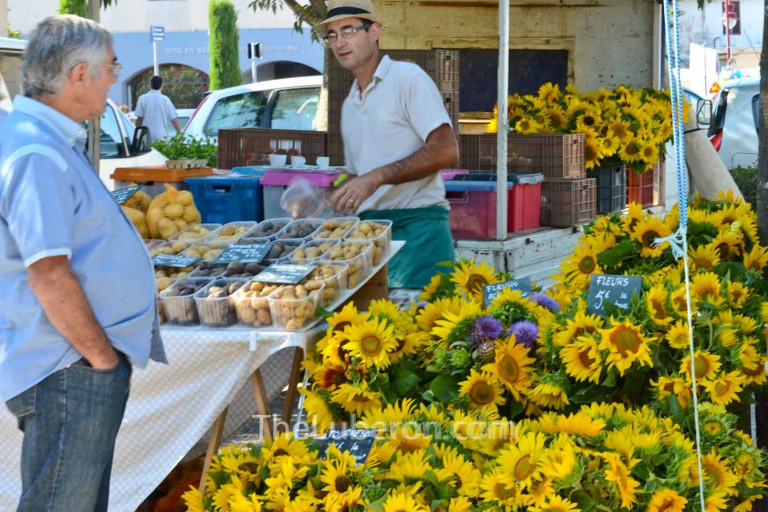 Sunflowers at Coustellet farmers' market