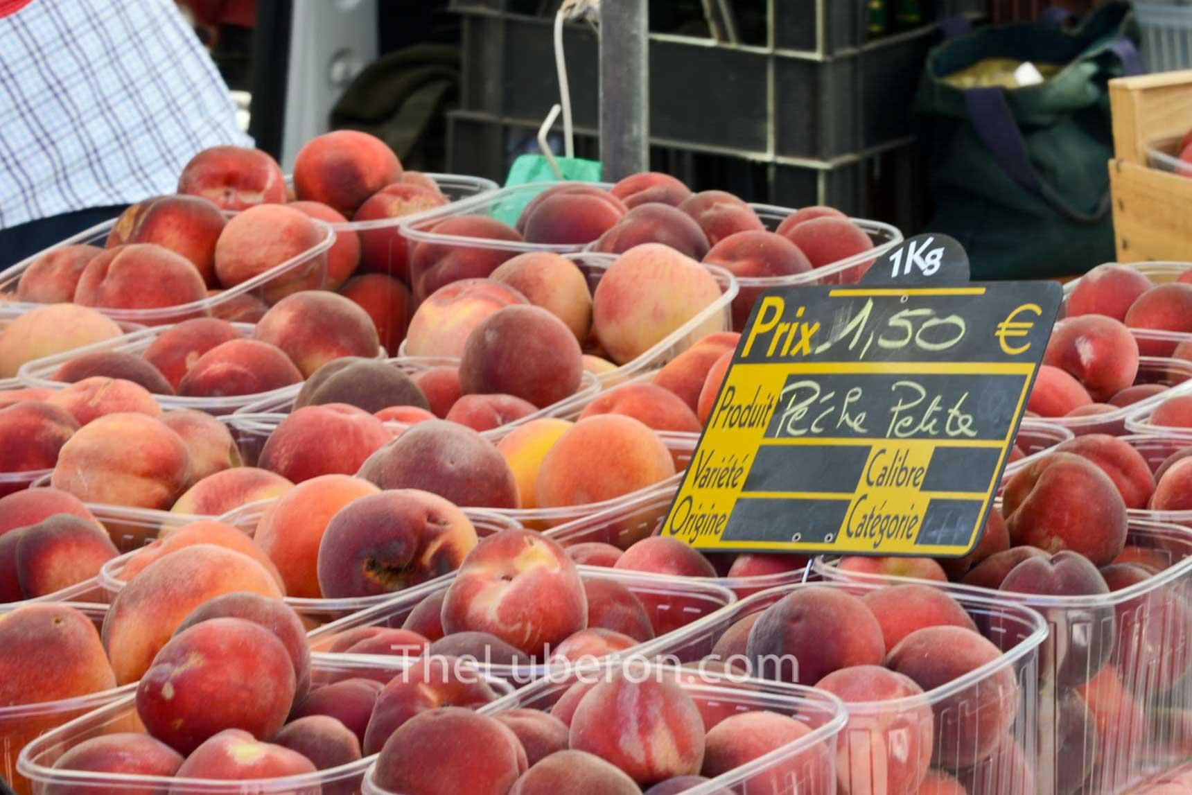 Peaches at Coustellet farmers' market
