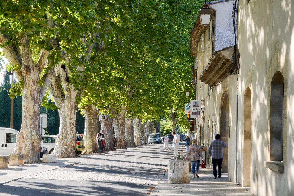 Cucuron town centre